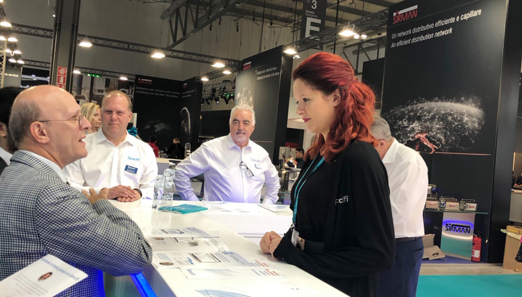 Specifi's Elisa Puppoli consulting with a customer